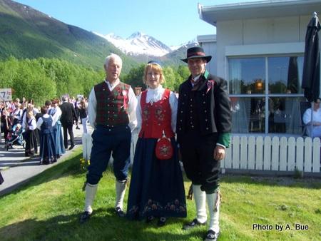 people-in-norsk-bunad