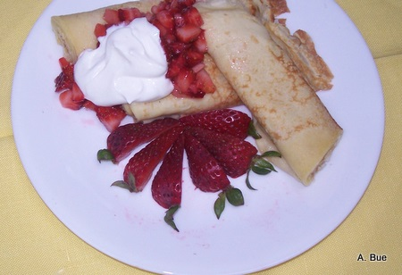 crepes strawberries whipped cream