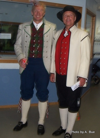 men-in-norwegian-national-costumes