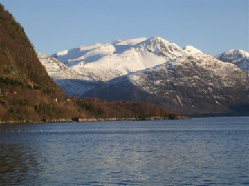 Isfjorden-norway-snowcapped-mountain-picture