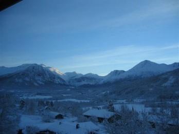 Isfjorden-blue-mountains