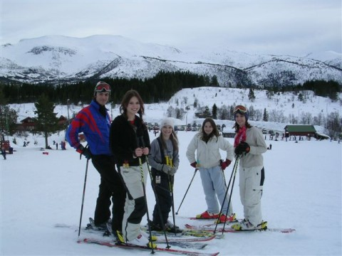 students-skiing-in-norway