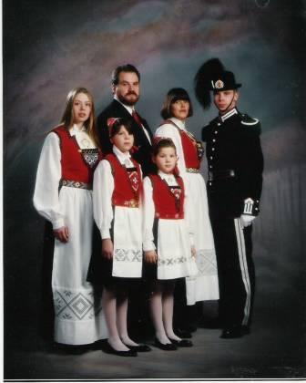 hardanger-bunad-norwegian-national-costume