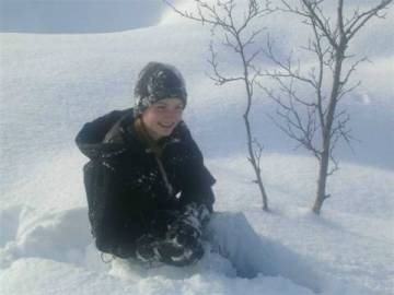 norwegian-child-playing-in-the-snow
