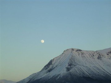 Romsdal-mountains-in-moonlight