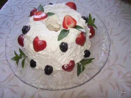 norwegian blotkake with blackberries strawberries mint