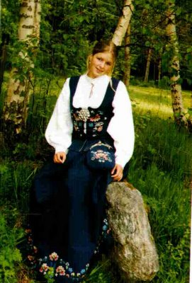 romsdalsbunad-norwegian-national-costume
